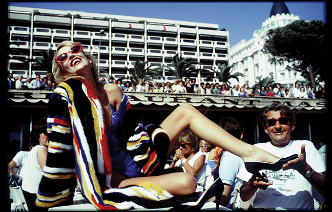 Jerry Hall og Helmut Newton, Cannes 1983. © David Bailey