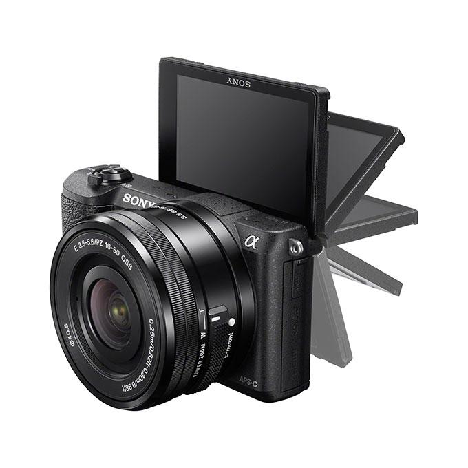 Sony A5100 har fått en vippbar pekeskjerm som kan vendes inntil 180 grader.