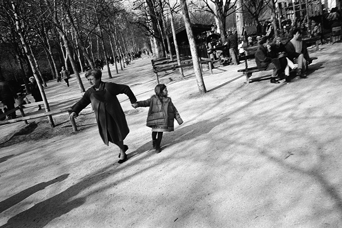 People in Paris © Dan Skjveland