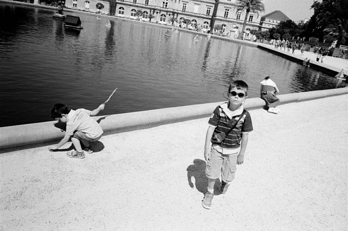 People in Paris © Dan Skjveland