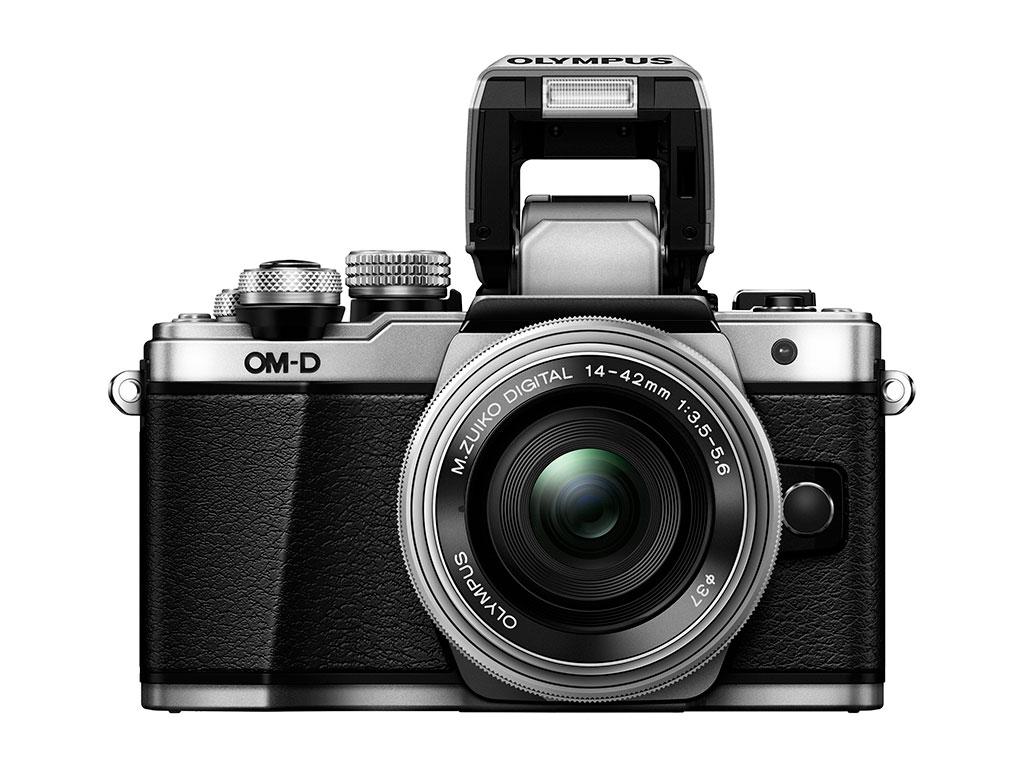 I stedet for en ekstra blitz, som andre Olympus-kameraer, har E-M10 II fått en innebygd sprettopp-blitz.