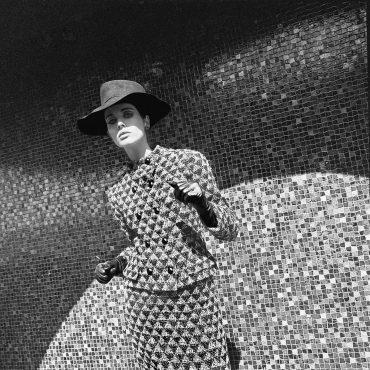 Terence Donovan, French Elle, 2 September 1965. 'Les Manteaux arts moderns'. Coat by Pierre Cardin © Archives Elle/HFA. Courtesy of the Terence Donovan Archive