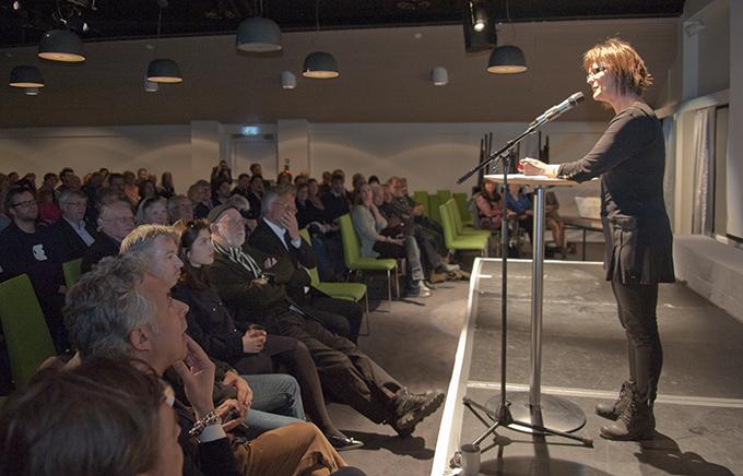 Festivalsjef Anne Lise Flavik åpner Nordic Light. (Foto: Morten M. Løberg)