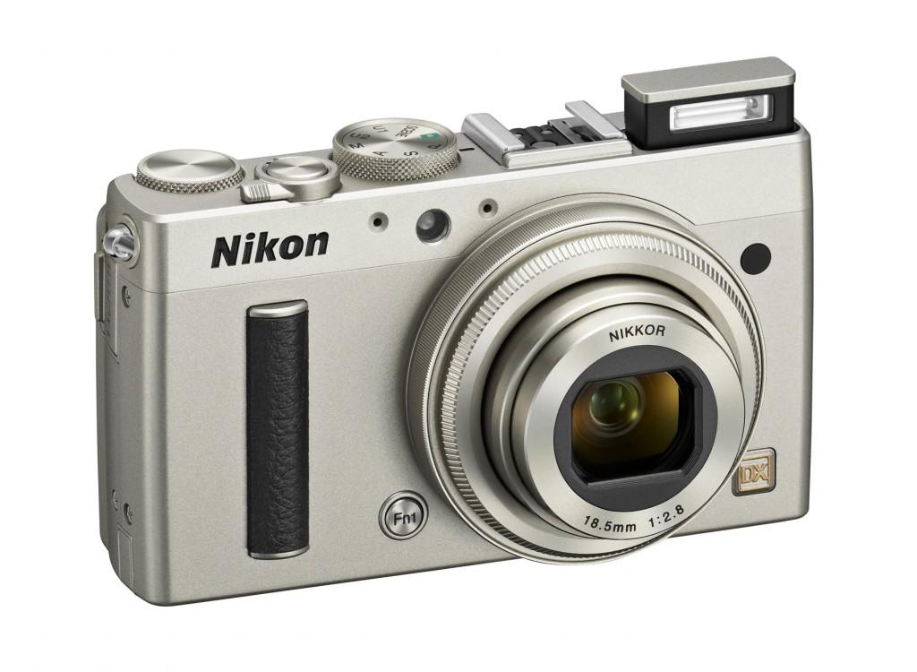 Nikon CoolPix A kommer valgfritt i svart utførelse, eller som her i lys grå metall.