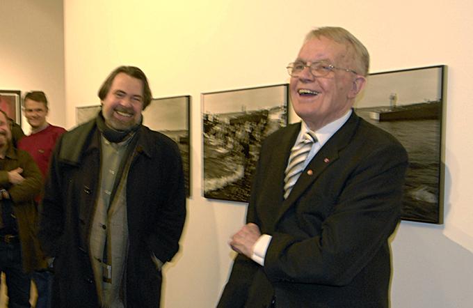 Leif Preus med tidligere direktør Øivind Storm-Bjerke ved Preus museum – i anledning åpningen av Preus retrospektive utstilling i museet for noen år siden. (Foto: Morten M. Løberg)