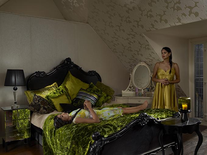 Intimate Moment. Sabeena and Nabila. Foto: Julia Fullerton-Batten