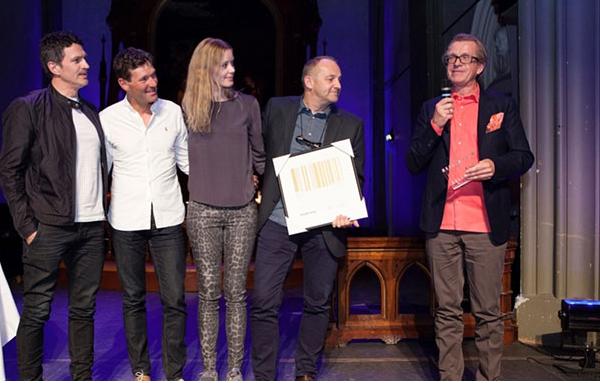 Egil B. Rosensverd Nilsson motta prisen