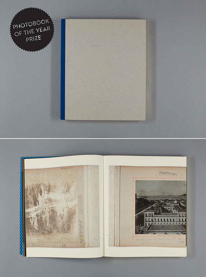 Rôsangela Rennó fra Brasil vant Photobook of the Year 2013 for sin selvpubliserte bok A01 [COD.19.1.1.43] — A27 [S | COD.23].