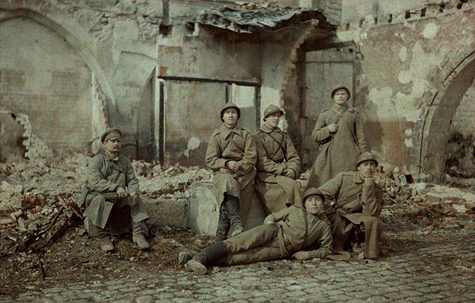 Russiske soldater i ruinene av Reims