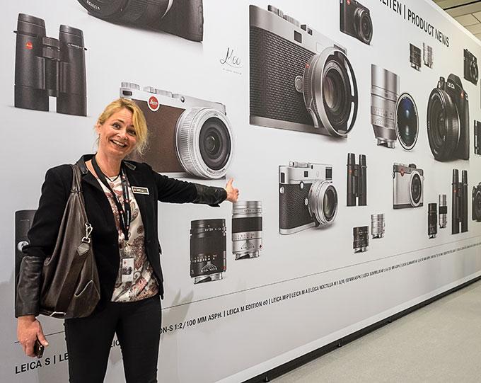 Katrine Adler-Gjerde hos Leica-importør Bresson med alle Photokina-nyhetene. (Foto: Toralf Sandåker)