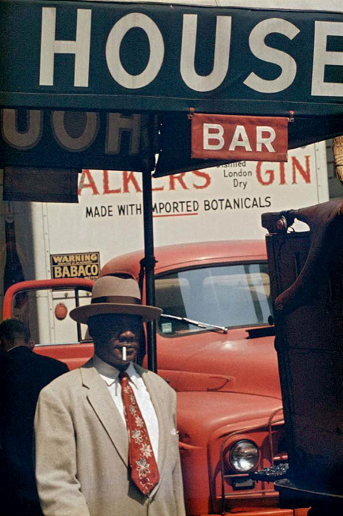 Harlem, 1960 © Saul Leiter. Courtesy Howard Greenberg Gallery, New York