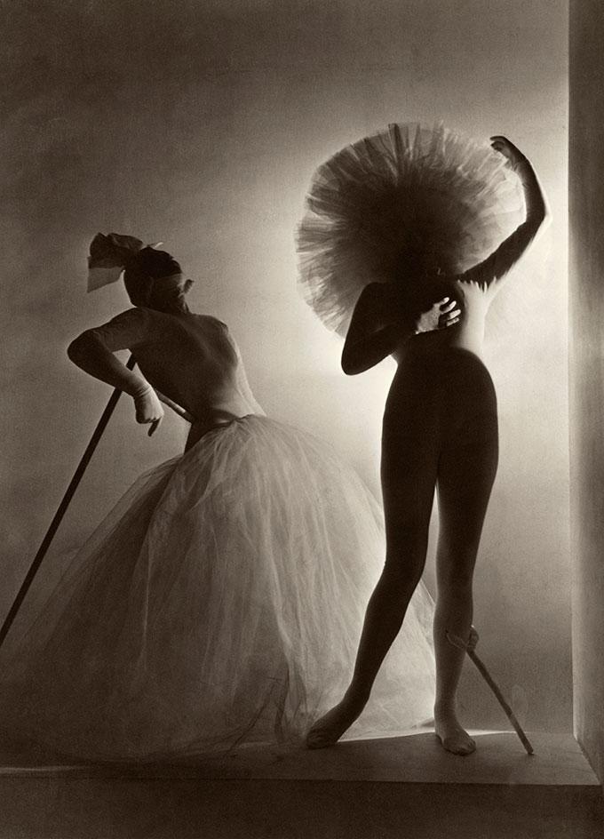 Salvador Dalis kostymer for Leonid Massines ballett Baccanale, 1939. © Horst P. Horst, Condé Nast Horst Estate