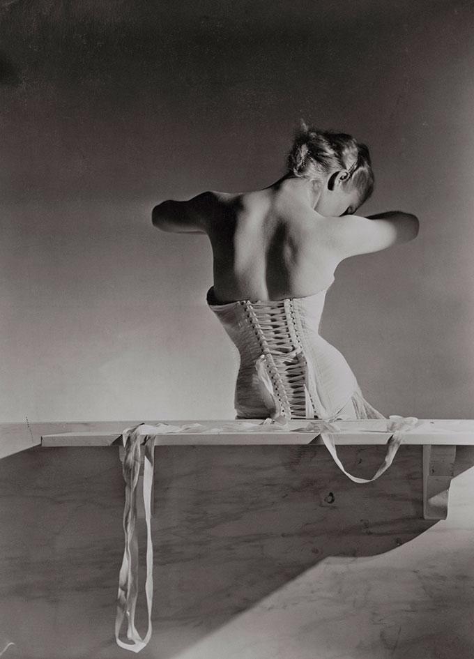 Mainbocher Corset, 1939, © Horst P. Horst, Condé Nast Horst Estate