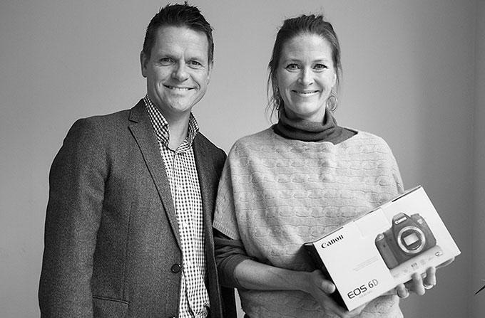 Åerts Fotograf-vinner Guri Wahl med Vidar Vorpenes fra Canon.