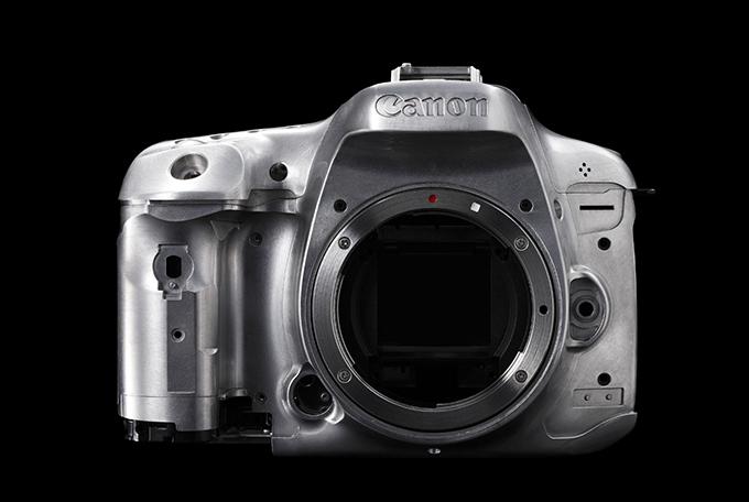 Både Canon EOS 7D Mk II (bildet) og NX1 har hus bygget i solid magnesiumlegering, noe som både gir økt vekt og bedre stabilitet.