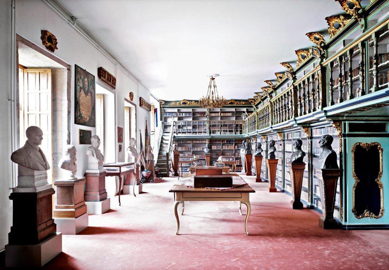 © Candida Höfer. Biblioteca América Universidade de Santiago de Compostela I, 2010
