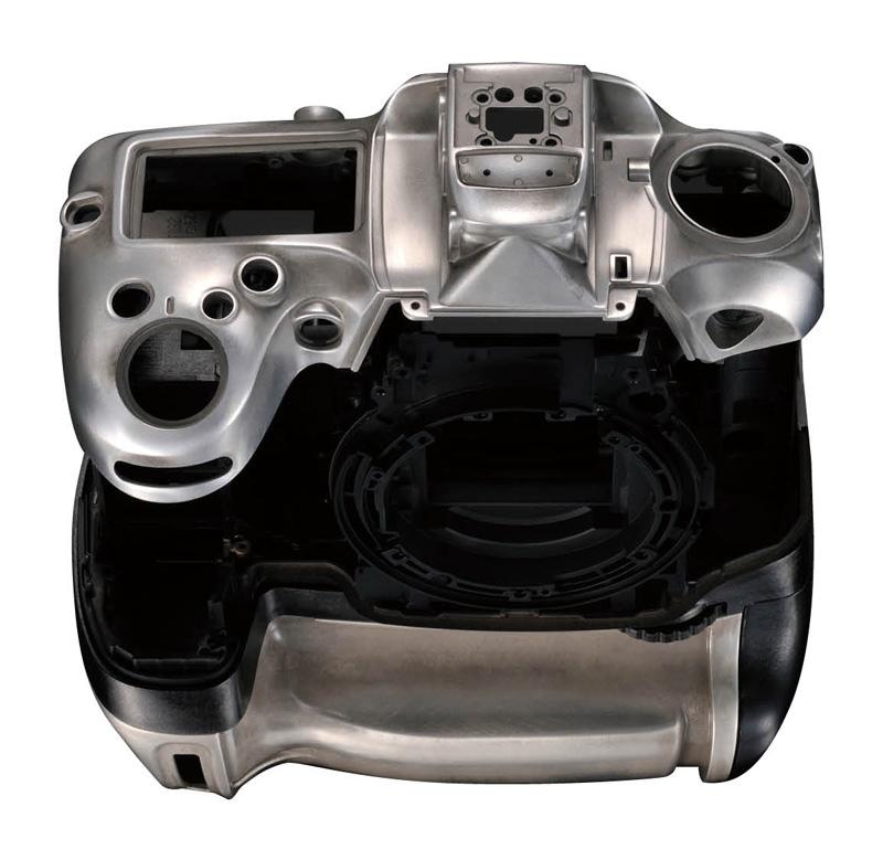 Nikon D7200 har en kraftig konstruksjon med værtetting og kropp av magnesiumslegering, og skal tåle påkjenninger som D810.