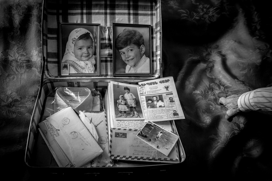 My grandfather's suitcase filled with undelivered letters, a newspaper clipping and a shirt for my brother's wedding.  Anything to hold on to us. Foto: Diana Markosian