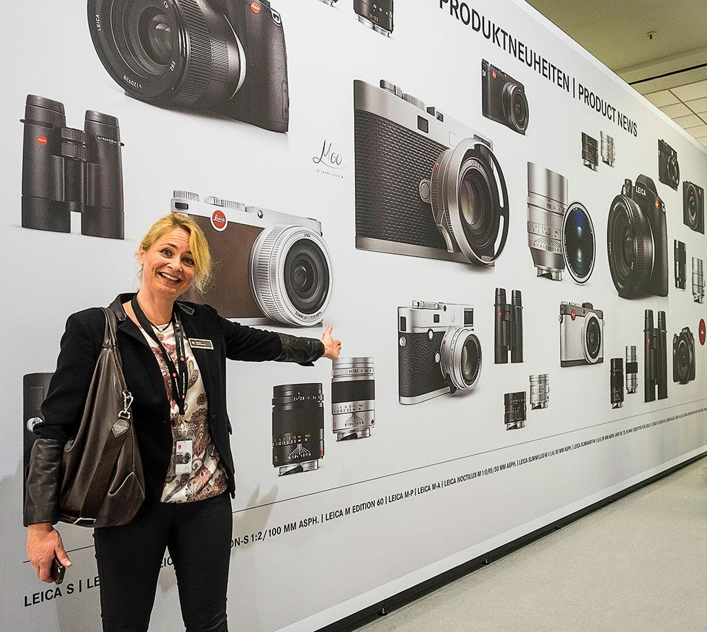 På Photokina i september 2014 kunne Leica-importør Katrine Adler-Gjerde presentere en vegg full av nye produkter. Men først et år senere kommer nye Leica S i butikkene.
