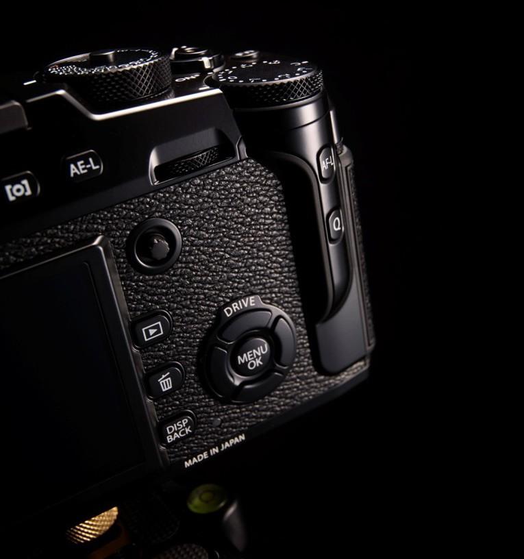 Fujfilm X-Pro2 har fått en oppdatert layout for betjening på baksiden. Kameraet er i høy grad blitt et enhåndskamera.