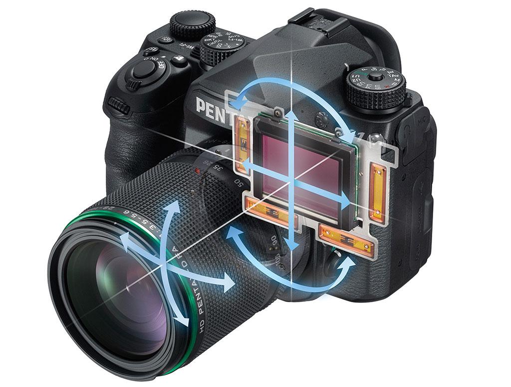 Fullformatkameraet har innebygd 5-aksers bildestabilisator som skal redusere kamerabevegelser med 5 trinn iflg CIPA.