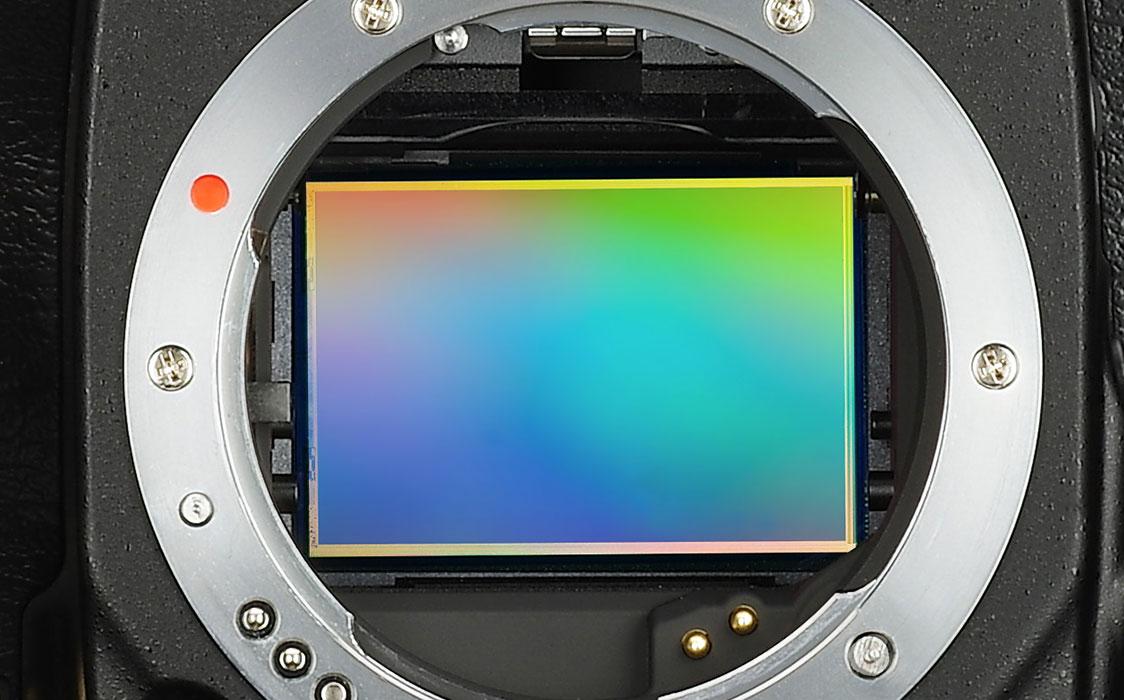 CMOS-brikken er 36x24 mm stor, og gir 36 millioner piksler.