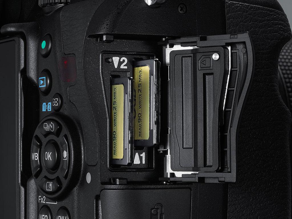 Pentax K-1 har to minnekortplasser.