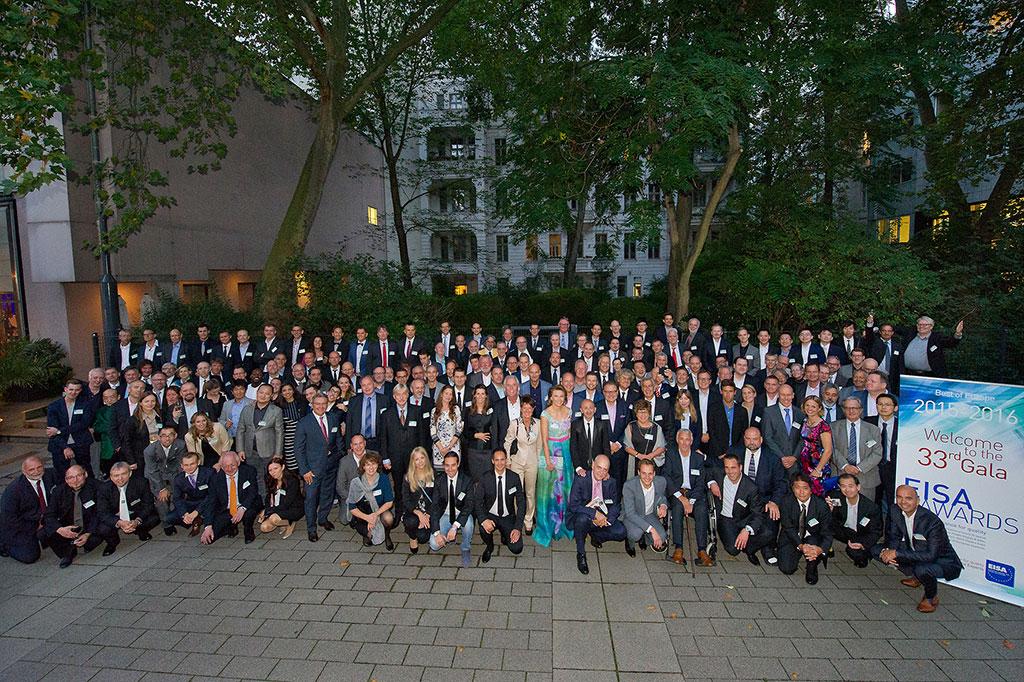 Prisvinnere og EISA-jury fotografert i forbindelse med utdelingen av EISA-prisene i Berlin i 2015.